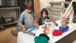 Victor en Julian werken aan hun luchtkasteel